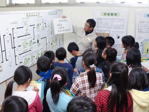 小学生の工場見学2